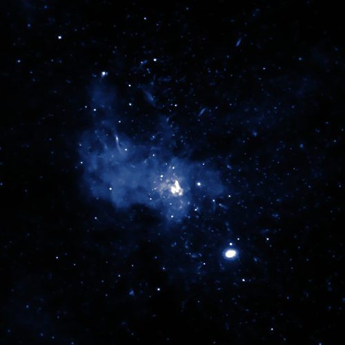 Kommt ein Stern einem supermassigen Schwarzen Loch zu nahe, wird er durch die gewaltigen Gezeitenkräfte buchstäblich zerfetzt. APA