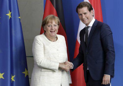 Konnten offenbar gut miteinander: Angela Merkel und Sebastian Kurz, der heute noch mit Horst Seehofer zusammentreffen wird. AP