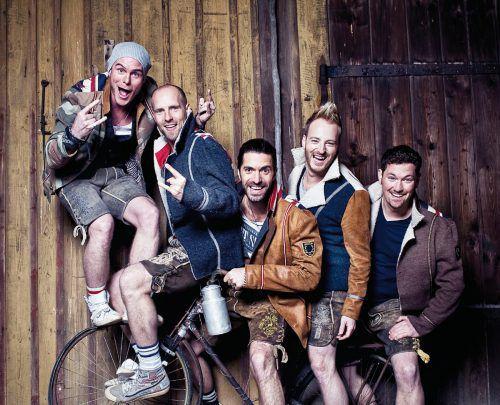 Korbinian Arendt (Bini), Stefan Raaflaub, Michael Hartinger, Christian Schild und Florian Claus reiten auf der Erfolgswelle. Band