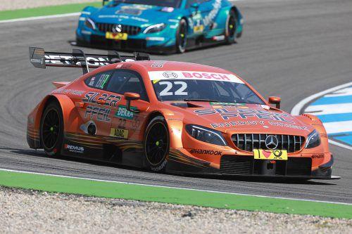 Lucas Auer (vorne) führte das Rennen bis zu seinem Unfall an. Nach dem Zusammenprall zeigte sich der Tiroler geschockt.vn