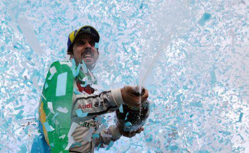 Lucas Di Grassi feiert in der Formel-E seinen Sieg in Zürich. apa