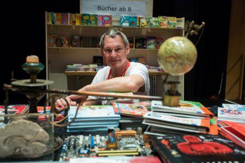 Ludwig Hotz kennt sich bei Kinder- und Jugendbüchern aus. VN/Steurer