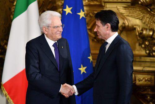 Mattarella hat das Kabinett unter Ministerpräsident Conte (r.) vereidigt. AFP