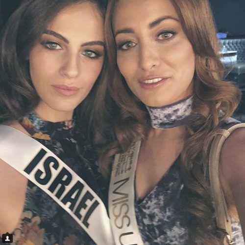 Miss Israel 2017, Adar Gandelsman, und Miss Irak 2017, Sarah Idan, halten trotz Drohungen an ihrer Freundschaft fest. AP