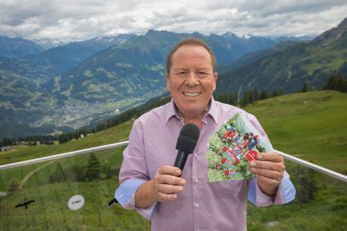 Moderator Roberto Kalin sorgte bei manchen Wanderern für glückliche Gesichter.