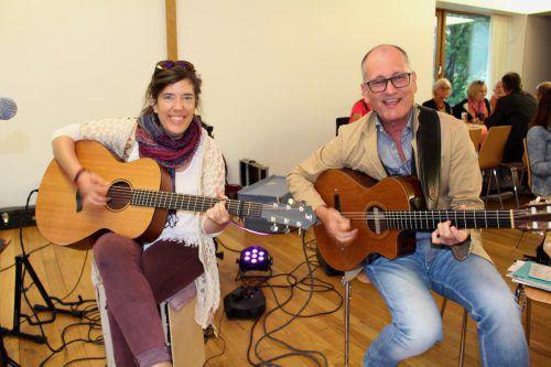Musikalisch umrahmt wurde das Fest von Toni Eberle und Sängerin Mia Luz. bms