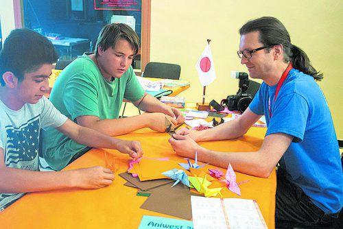 Origami kann jeder. Einfach am Stand der AK ausprobieren.  VN/Steurer