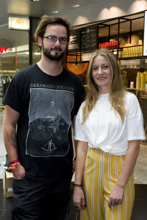 Poolbar-Fans: Lisa-Sophie Bell und Simon Pfefferkorn.