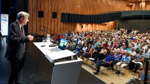 Primar Robert Strohal wusste mit seinem ebenso leidenschaftlich wie emotional vorgetragenen Referat das Publikum im Montforthaus in Feldkirch zu begeistern. vn/lerch