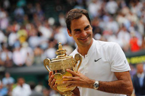 Roger Federer will auch 2018 den Siegerpokal in Wimbledon mitnehmen.afp