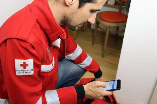 Rotkreuz-Helfer sind immer auf Draht und ständig erreichbar. Das kann gerade im Nachtdienst zu enormen Belastungen führen.rotes kreuz