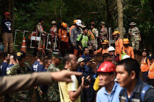 Rund tausend Einsatzkräfte sind rund um die Uhr an der Suche beteiligt. AFP