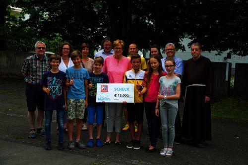 """Scheckübergabe für """"Ma hilft"""" am BG Feldkirch-Rebberggasse. Ein tolles Ergebnis wurde erzielt.VN/Paulitsch"""