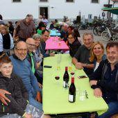 """<p class=""""caption"""">Sehr zahlreich sind die Gratulanten zum mediterranen Jubiläumsfest """"20 Jahre Pfarrheim Franz Xaver in Lochau"""" gekommen.</p>"""