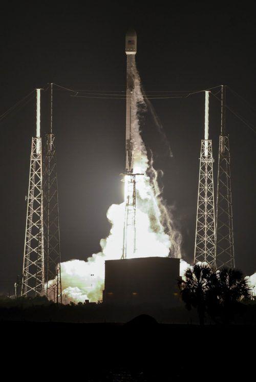 SpaceX hat gerade einen Kommunikationssatelliten ins All gebracht. ap