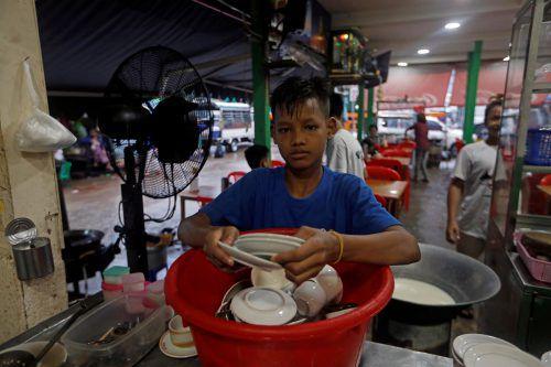 Statt zur Schule zu gehen, arbeiten Millionen Kinder in Myanmar in Fabriken, Lokalen oder in der Landwirtschaft. Reuters