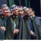 """<p class=""""caption"""">Szene aus """"Ausschließlich Inländer"""", der neuen Produktion von Nikolaus Habjan, in Zürich. Schauspielhaus/Toni Suter</p>"""