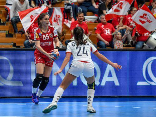 Tamara Bösch erzielte in ihrem 50. und letzten A-Länderspiel beim 25:26 in Russland fünf Treffer.GEPA
