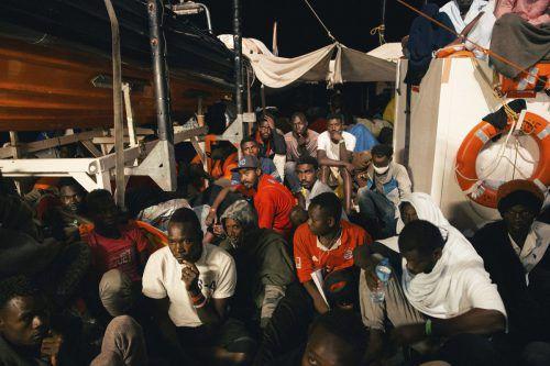 """Über 200 Menschen harren an Bord des Rettungsschiffs """"Lifeline"""" aus. AP"""
