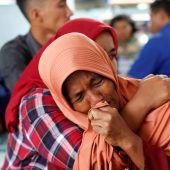 Mehr als 100 Vermisste nach Fährunglück in Indonesien