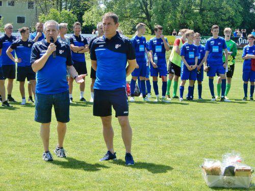 VFV-Vizepräsident Joe Lampert und Sportdirektor Andreas Kopf beim Saisonabschluss der AKA-Mannschaften. cth