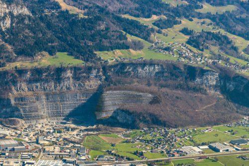 Visualisierung des von Rhomberg eingereichten Projekts am Steinbruch Unterklien, das nun vom Land penibel geprüft wird. MM/RB