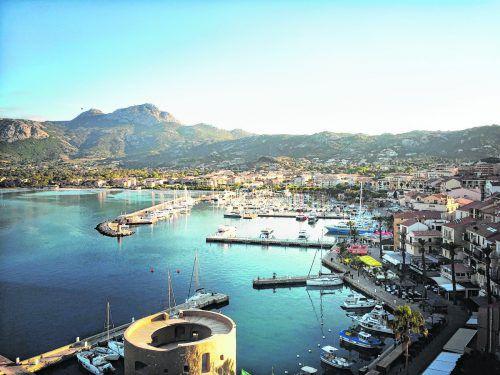 Von der Zitadelle hat man einen wunderschönen Blick auf den Hafen und die Berge.