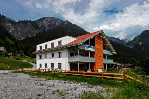 Vorbeikommen und Umschauen lautet die Devise: Noch ist eine schöne Dachgeschoßwohnung mit großer, überdachter Terrasse frei. foto: GRABHER