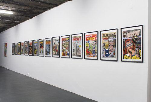 Arbeit von Michaela Konrad, die die Gegenwart aus dem ästhetischen Blickwinkel der 1950er-Jahre ins Visier nimmt. Galerie Lisi Hämmerle