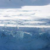 Antarktis-Eis schmilzt schneller
