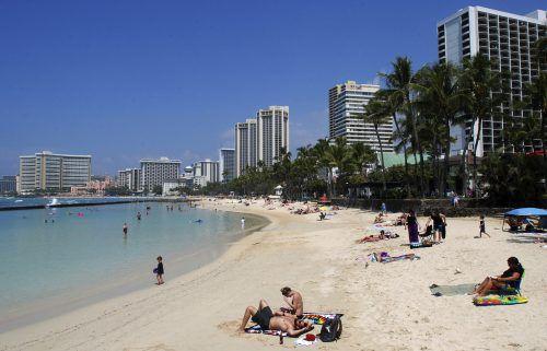 Zum Schutz von Korallen und anderen Meerestieren dürfen am Waikiki-Strand in Honolulu ab 2021 nicht mehr alle Sonnencremen verwendet werden. Ap