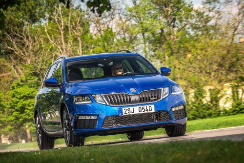 Zwischen Kompakt- und Mittelklasse reiht sich der Škoda Octavia Combi ein. Preis: ab 23.010 Euro. Derivate: Scout 4x4, ab 38.020 Euro, und RS, ab 36.739 Euro, mit Allradantrieb kostet er ab 38.780 Euro.