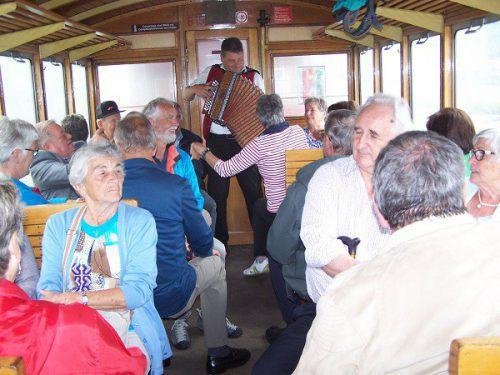 54 Mitglieder des Pensionistenverbandes Schruns waren kürzlich mit dem Dampfzug der Zillertalbahn unterwegs. Verein