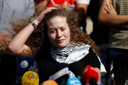 Ahed Tamimi nach ihrer Freilassung in ihrem Heimatort Nabi Saleh. afp
