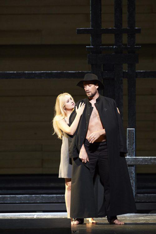 """Ain Anger mit Elena Maximova in """"Chowanschtschina"""" von Mussorgskij an der Wiener Staatsoper. APA, Oper/Böhn"""