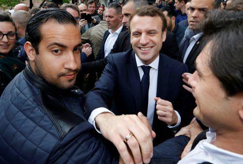 Alexandre Benalla (l.) hat auf Präsident Emmanuel Macron aufgepasst. REUTERS
