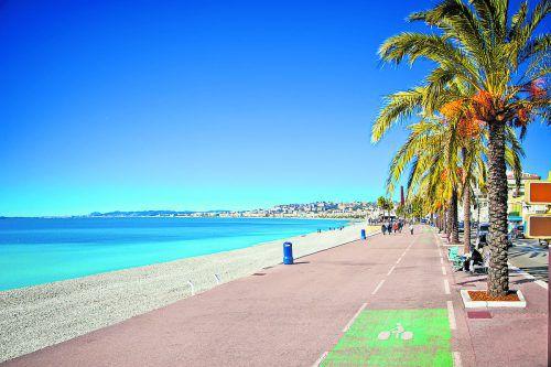 An der berühmten Promenade des Anglais kann man wunderbar Leute beobachten.