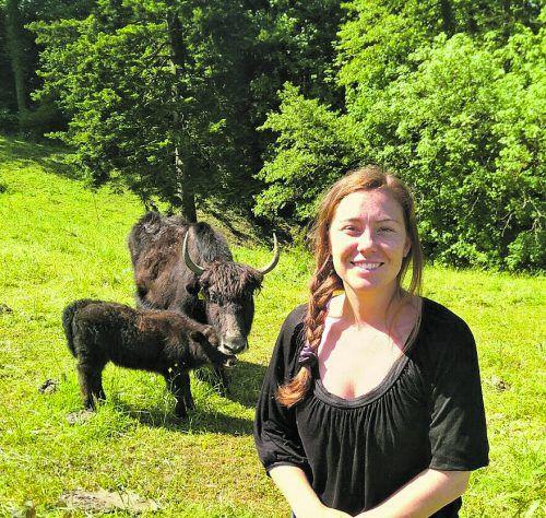 Auf dem Lochauer Yak Halden Hof von Jessica Hotz und ihrer Familie gibt's Yaks, Schweine, Hühner, Puten und Strauße und es wird natürlich auch Obst und Gemüse angebaut. Infos unter www.yakhalden.at
