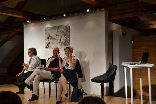 Auf der Bühne: Marcus Harm, Werner Berjak und Elke Schwald wussten das Premierenpublikum in der Villa Falkenhorst zu begeistern. BI