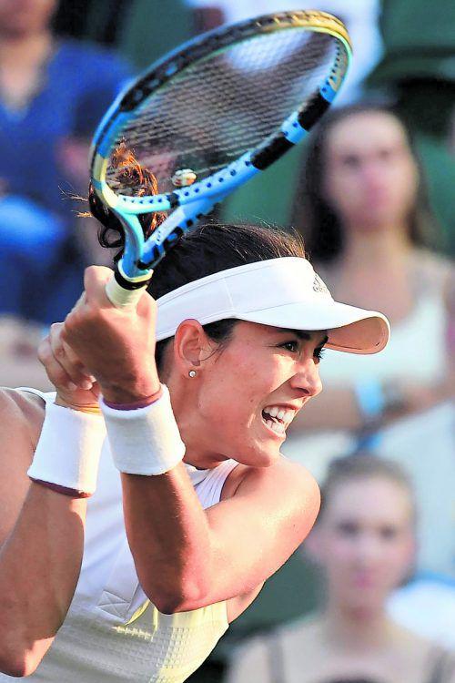 Aus in Runde zwei für Titelverteidigerin Garbine Muguruza. Die Spanierin musste sich in Wimbledon Alison van Uytvanck aus Belgien mit 7:5, 2:6, 1:6 geschlagen geben.apa