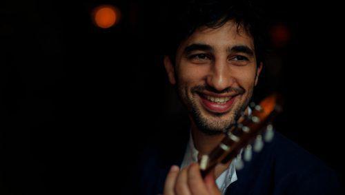 Avi Avital, der schon zwei Mal bei der Schubertiade gastiert hat, ist der einzige Vertreter seines Instruments, der für einen Grammy-Award nominiert wurde und einen Exklusivvertrag bei der Deutschen Grammophon hat.J.-B.-Millot