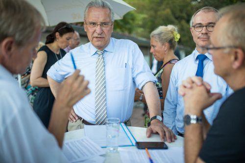 Bayerns Innenminister Joachim Herrmann (Mitte) stellte sich den VN-Redakteuren Klaus Hämmerle und Gerhard Sohm zu einem ausführlichen Interview. Sams