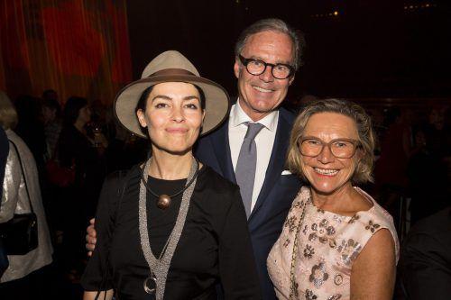 Bühnenbildnerin Es Devlin (l.) mit Gebhard und Heidrun Sagmeister.