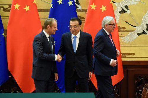 Chinas Premier Li Keqiang mit Donald Tusk (l.) und Jean-Claude Juncker. AFP
