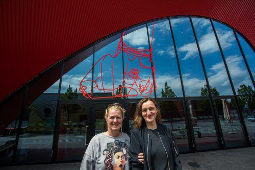 Christine Scherrer und Gabriele Fulterer lassen sich auch von der Band AC/DC inspirieren. VN/Steurer