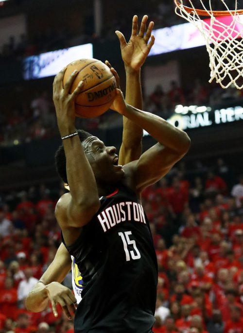 Clint Capela bleibt langfristig bei den Houston Rockets.AFP