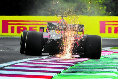 Daniel Ricciardo im Red Bull dominierte die Vormitagssession am ersten Trainingstag in Budapest, die Tagesbestzeit ging am Nachmittag aber an Ferrari-Star Sebastian Vettel.apa