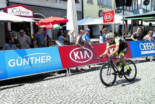 Das Engagement des Radteams Vorarlberg bei der Rundfahrt Kreiz Breizh wurde mit dem Bergtrikot für Jannik Steimle belohnt.tv