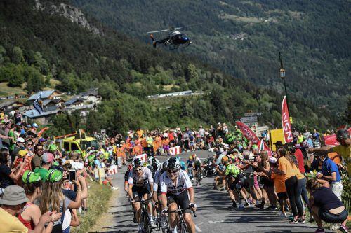 Das mächtige Team Sky mit Edelhelfer Geraint Thomas (l.) hat mit erdrückender Dominanz das Gelbe Trikot zurückerobert.AFP