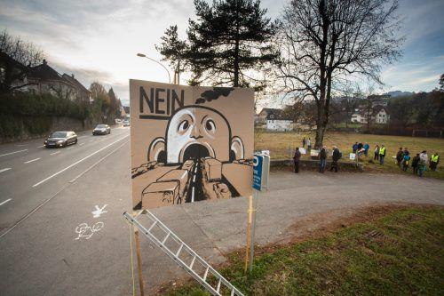 Das Verfahren zum Feldkircher Stadttunnel läuft seit Jahren. Bereits 2014 haben Gegner eine Mahnwache gegen das Projekt abgehalten.VN/Steurer